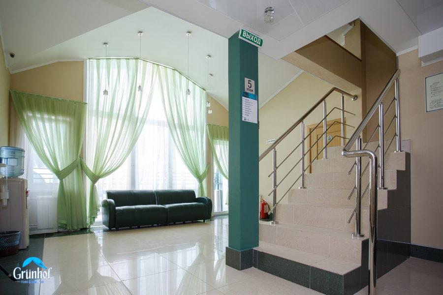 холл 6